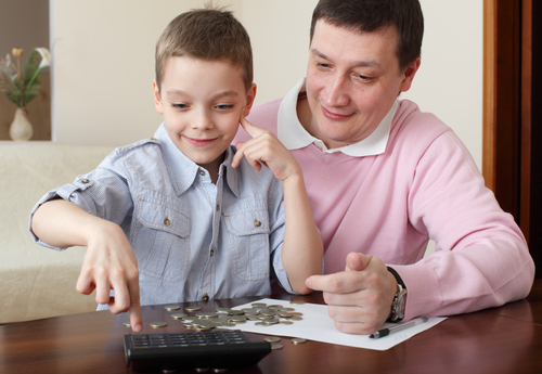 dad showing son money lessons for kids